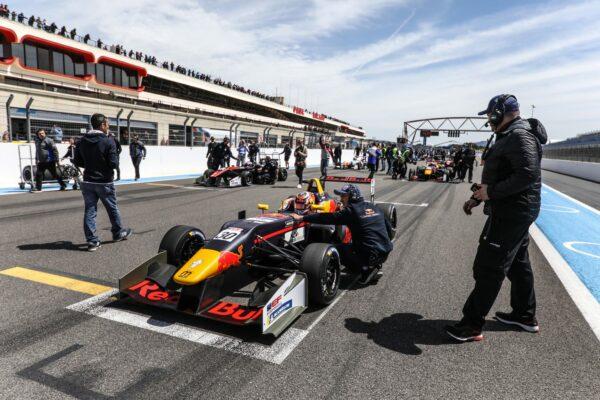 2019_european_formula_open_liam_lawson_R2-on the grid