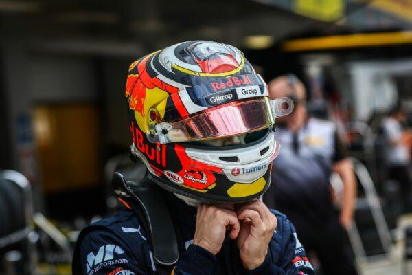 3. F3 2019-helmetjpg